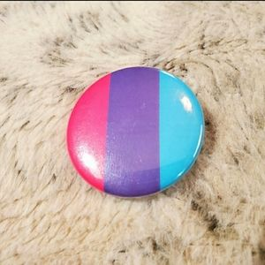 Androgynous pride flag button